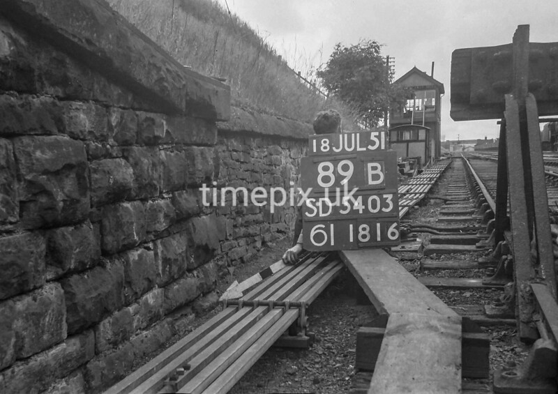 SD540389B, Ordnance Survey Revision Point photograph in Greater Manchester