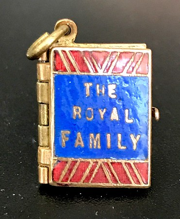 Tiny royal Photo album