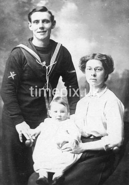 WW1 submariner Dick, wife Emily and baby Eric