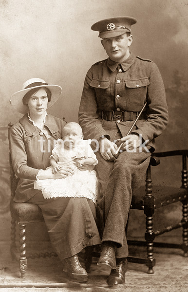 WW1 An unknown soldier, wife and baby