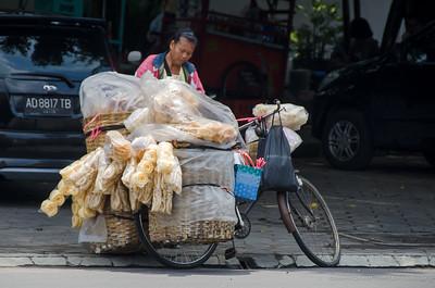 selling krupuk
