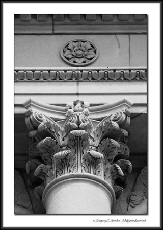 Corinthian capital detail on the exterior of the Art Institute of Chicago.