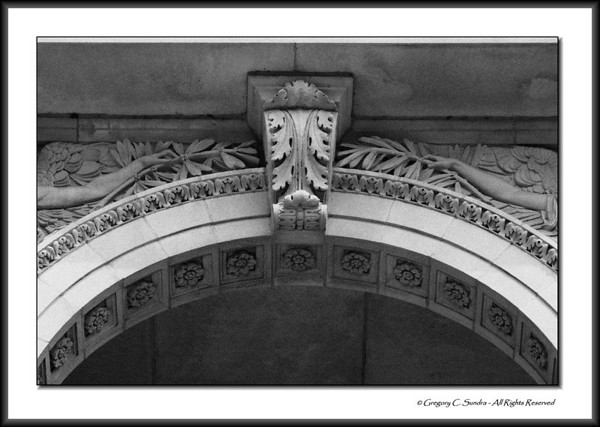 Arch and architectural detail on the exterior of the Art Institute of Chicago.