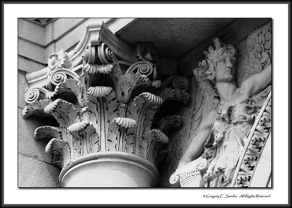 Corinthian capital and relief detail on the exterior of the Art Institute of Chicago.