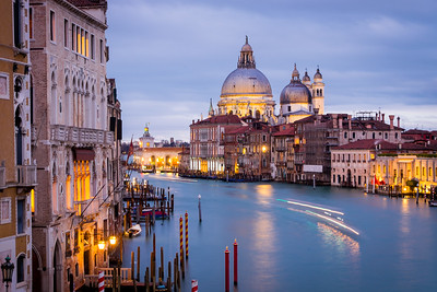Travel Milan and Venice