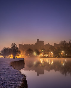 Frosty morning by the Thames