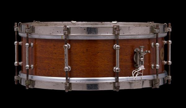 Ludwig, All-Metal,  tube lug, p84, one-ply, Mahogany, Professional