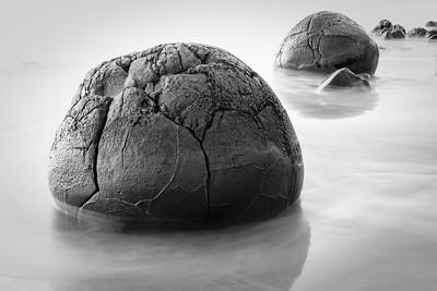 Moeraki Boulders Mono