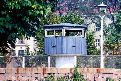 700821 Watch Tower Close to Berlin Wall 13-8