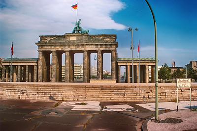 700821 Brandenberg Gate W  Berlin 13-6