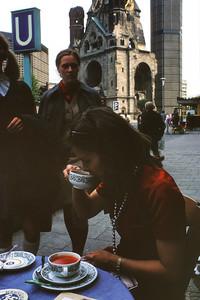 700819 Joanie West Berlin Wilhelm Kirche 12-22