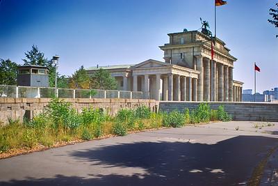 700821 Brandenberg Gate W  Berlin 13-5