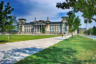 700821 Reichstag West Berlin 13-4