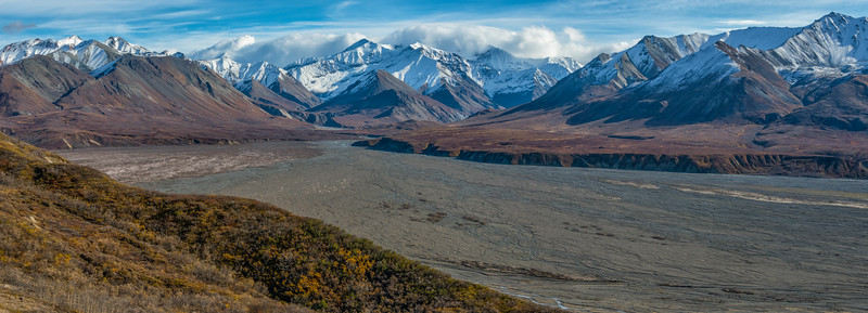A rather large braided river bed, typical of this glacial country.