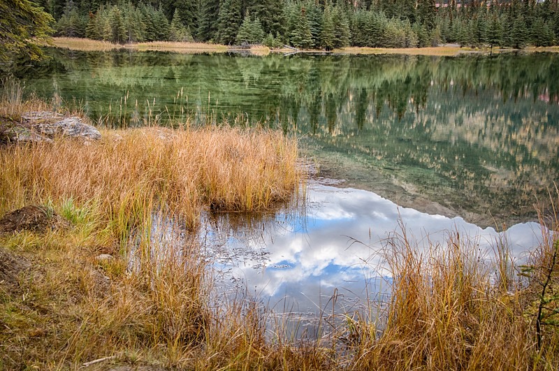 Reflections and colors along Horseshoe Lakes.