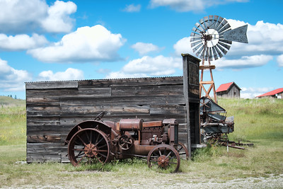 Old tractor in Molson, WA
