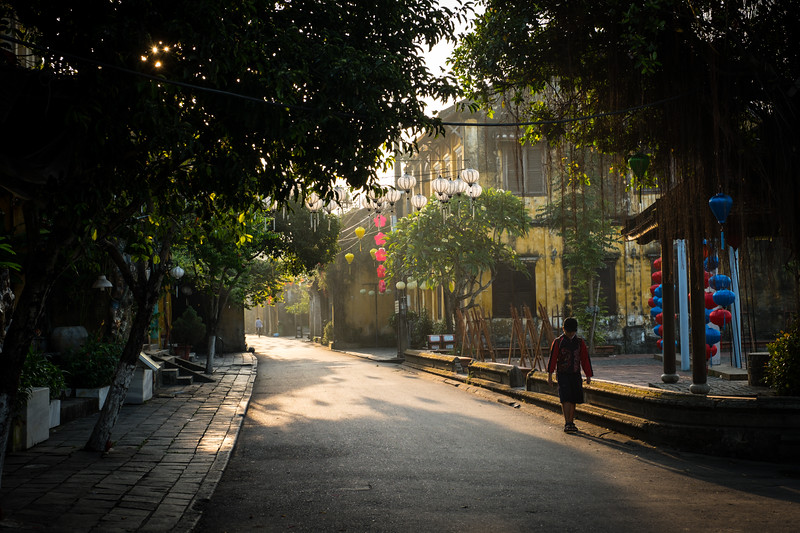 Chasing the light in Hội An