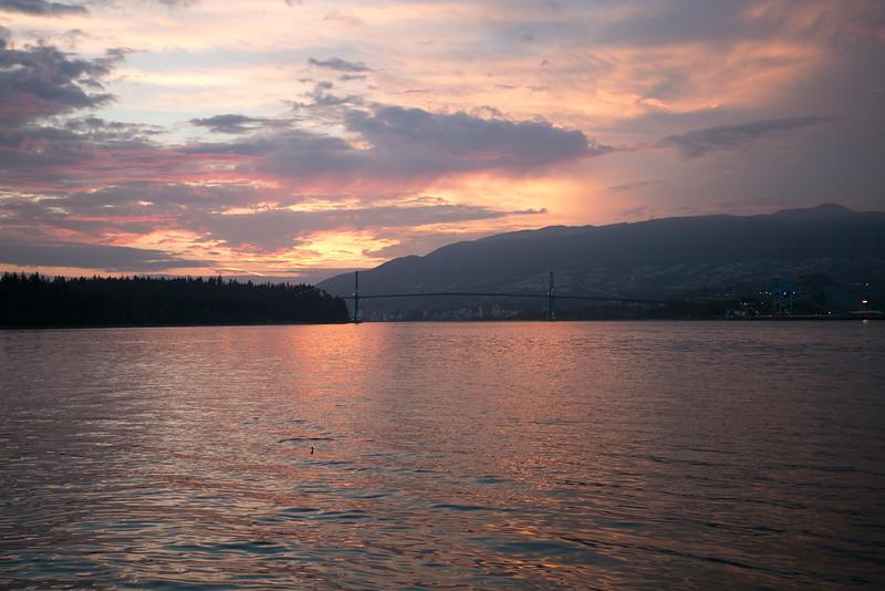 21:14 - Lions Gate Bridge - Golden Hour