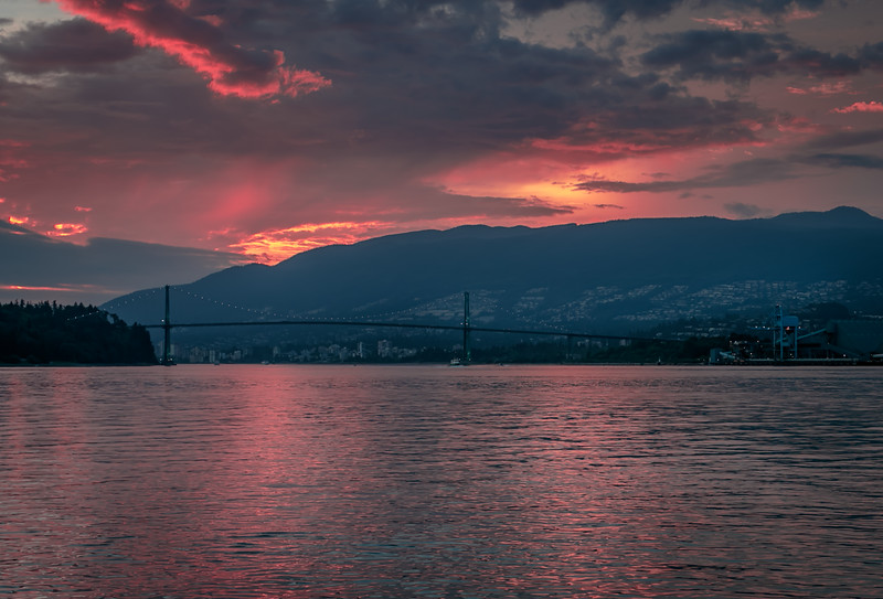 21:03 - Lions Gate Bridge - Golden Hour