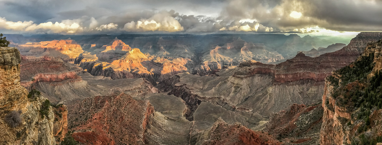 Sunrise panorama from Yavapai Point