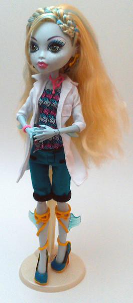 The alternate outfit, with lab coat