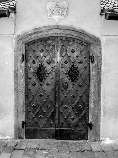 Altneu Synagogue Gate