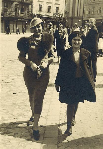 Roza and Renia in Przemysel