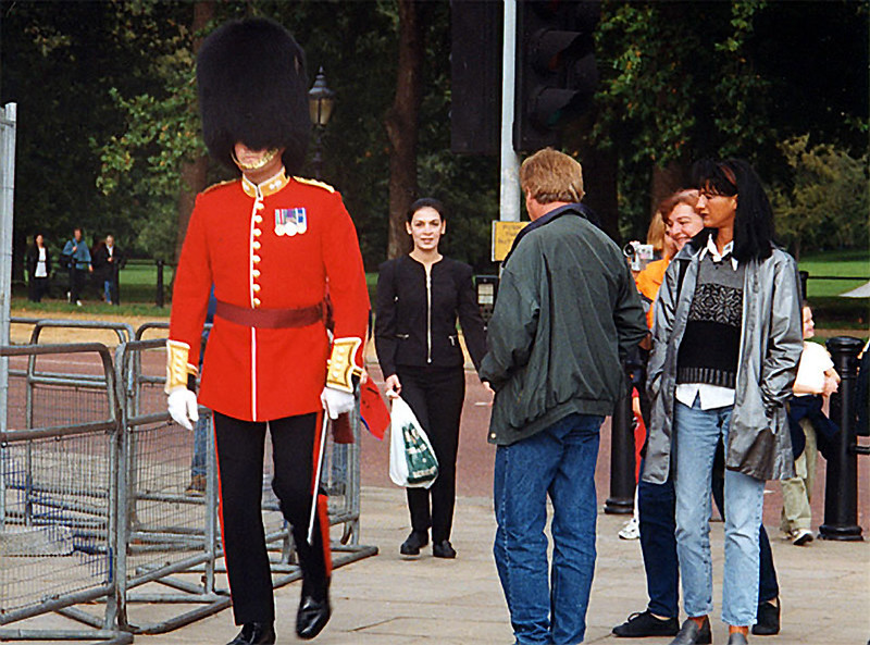 A guard at the Buckingham Palace