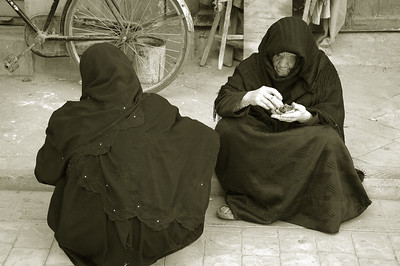 women at the souq