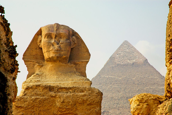 sphinx and the pyramid of khafre