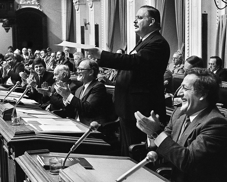 Jacques Parizeau présente son budget, 1982
