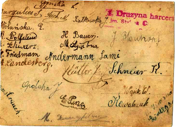 Зворній бік фотографії (2/16). Підпис КОВАЛЬЧУК (KOWALCZUK) написаний латинкою.