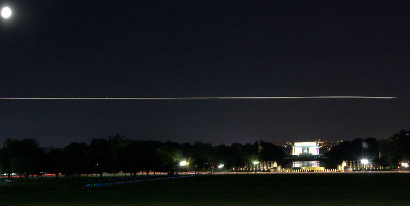 Plane coming in over the Lincoln Memorial