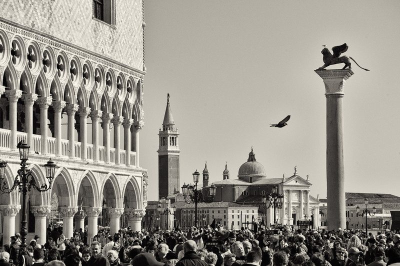Tourist hordes at the Doge's palace