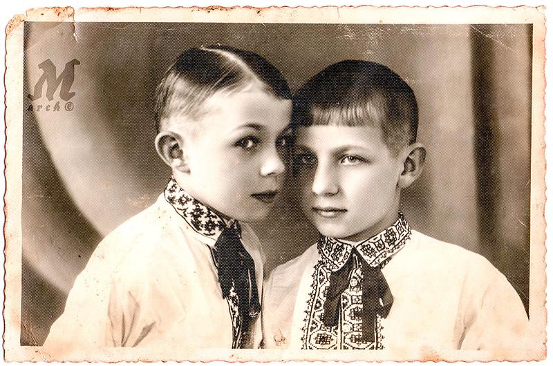 Юрій та Ігор, сини Степана та Еліни Романків. Середина 1930-х років. Юрій та Ігор члени УПА. Загинули у 1946