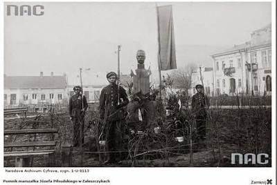 Пам'ятник Юзефу Пільсудському. Заліщики.