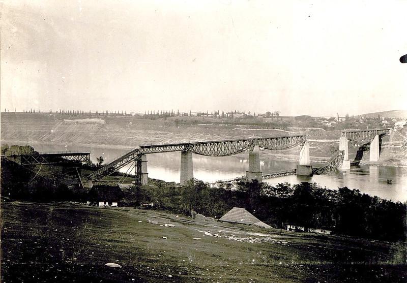 Zerstörte Eisenbahnbrücke Zaleszczyki.