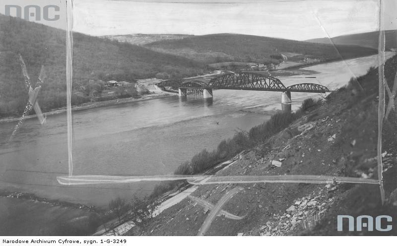 Міст в селі Устечко (зруйновано у 198? р)