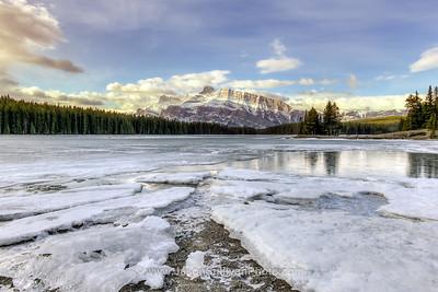 Frozen Lake Path