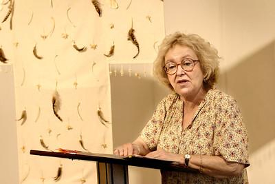 Poet Deena Linett