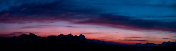 Panorama of sunset from Minaret Vista - Mammoth Lakes, Californiz.