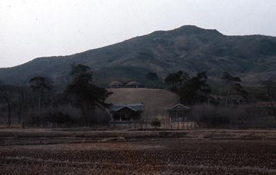 Royal tombs Dong-Gu Num