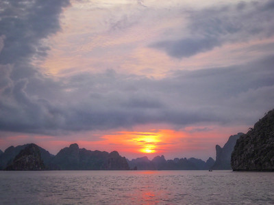Ha-Long-Bay-Sunset