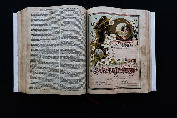 151018Linda's_Bible122