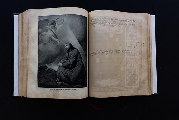 151018Linda's_Bible170