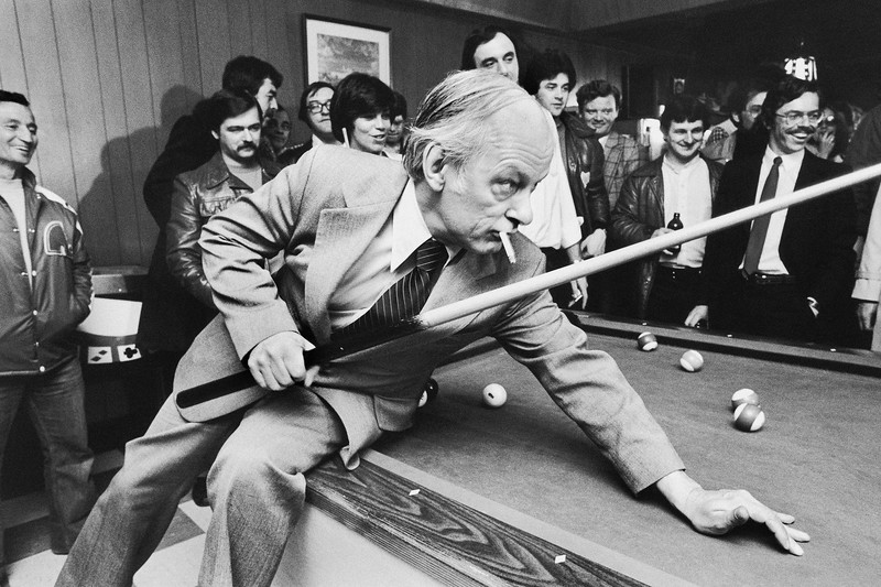 Campagne électorale 1981 dans une taverne à Québec