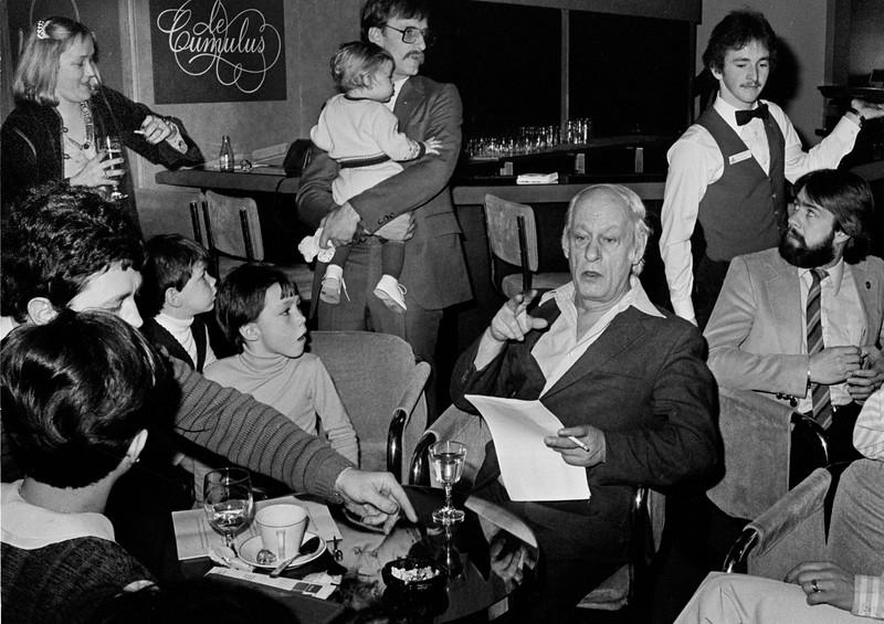 René Lévesque prend la pause avec les gens de son cabinet et Pauline Marois. 1979