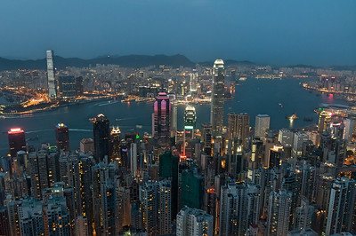 Victoria Harbour, Hong Kong, 2011-04-24 19:05