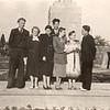 1956-1959. Вчителі  школи біля пам'ятника Тарасу Шевченку