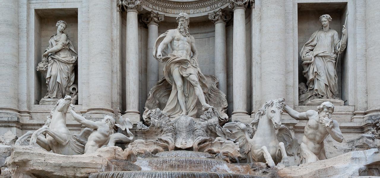 Fountain di Trevi centre